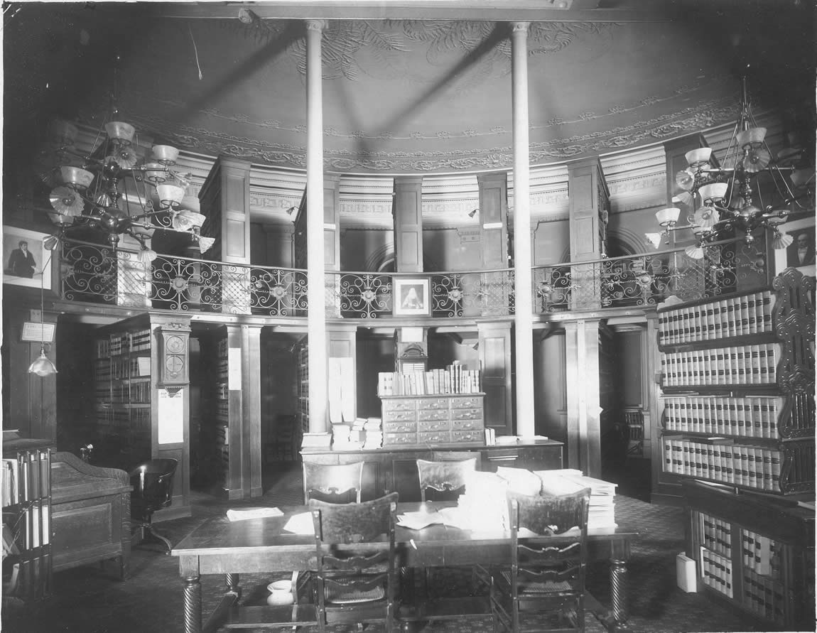 Interior view of the original State Library in the apse of the Capitol, 1904