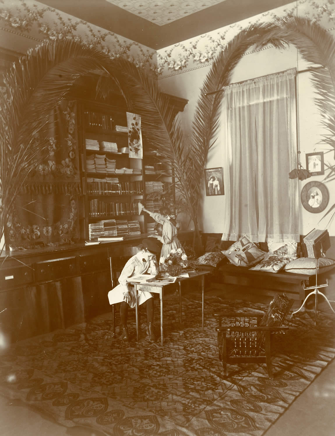 Children reading in the Willows Library, Glenn Library, 1910s
