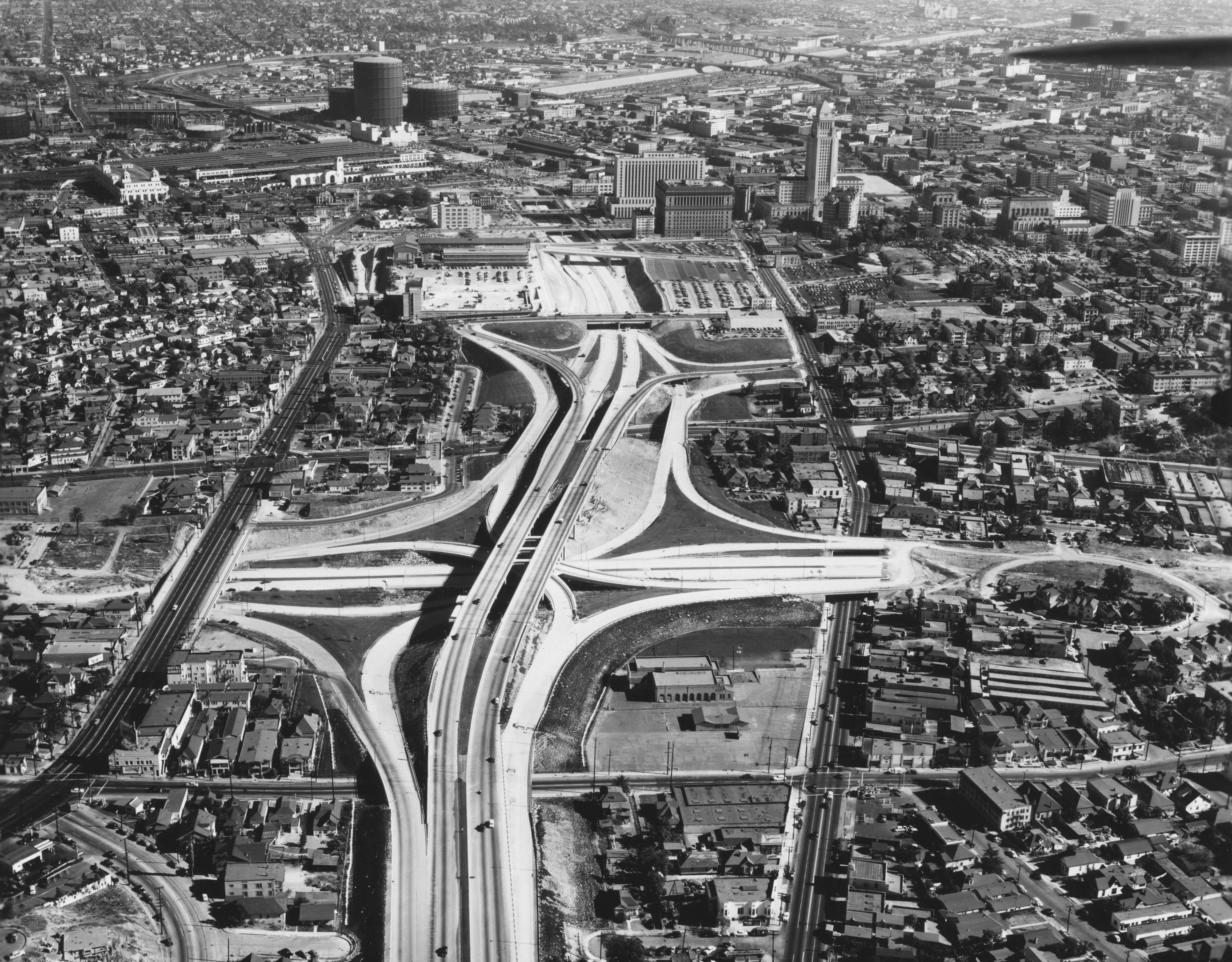 "From ""Auto Trails"" to Superhighways"