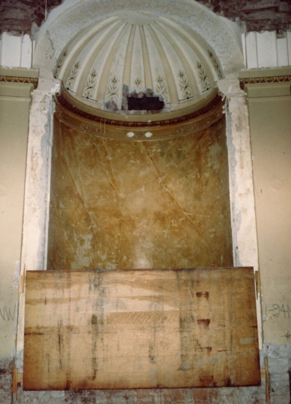 Gutted rotunda niche